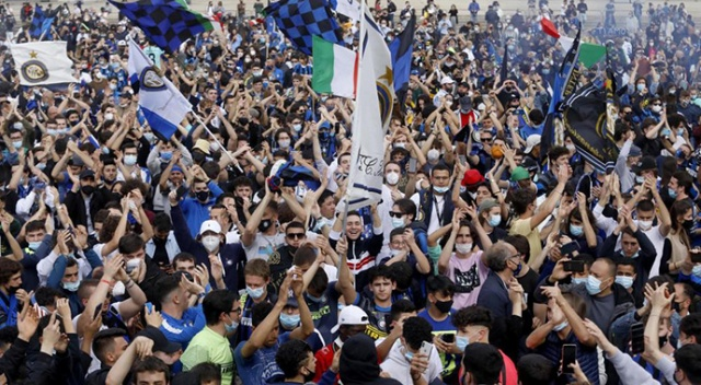 İtalya'da Inter taraftarları Covid-19'u unuttu