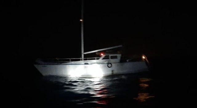 İzmir açıklarında 62 göçmen ve 2 göçmen kaçakçısı yakalandı