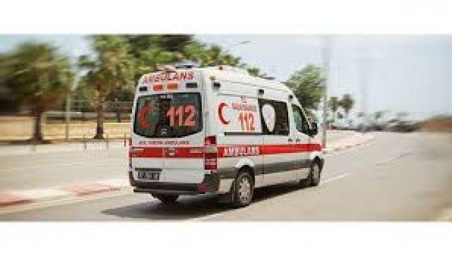Kemerburgaz'da hız motoru minibüse çarptı