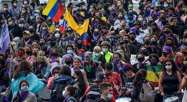 Kolombiyalılar İspanya'da da sokağa döküldü