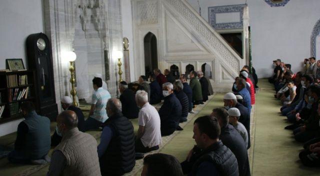 Kuzey Makedonya'daki camilerde bu yılın ilk teravih namazı kılındı