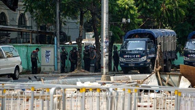Myanmar'da gözaltında tutulan Müslüman gazeteci oruç tuttuğu için hücre hapsine alındı