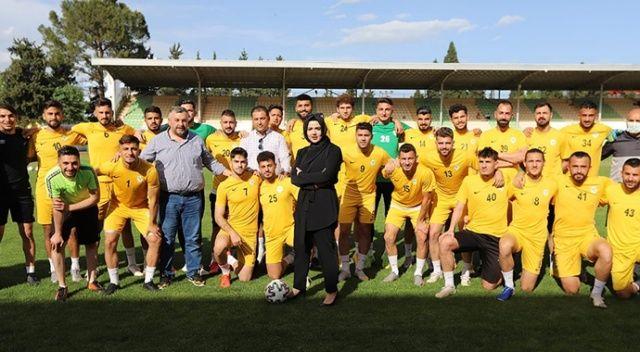 Profesyonel futbol liglerinin şampiyon kadın başkanı gururlu