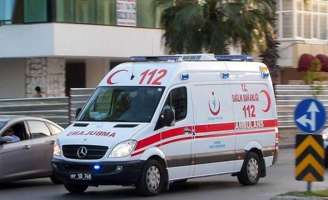 Seyir halindeki minibüse arkadan çarpan motosikletteki 2 kişi yaralandı