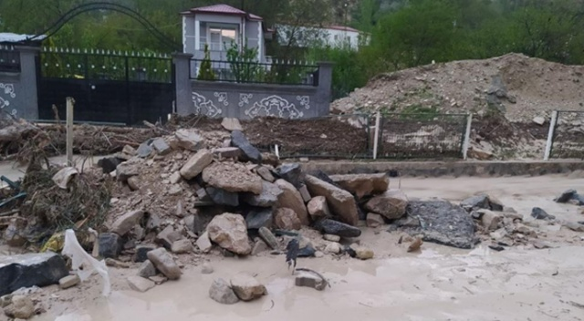 Sivas'ta sağanak yağış taşkınlara neden oldu