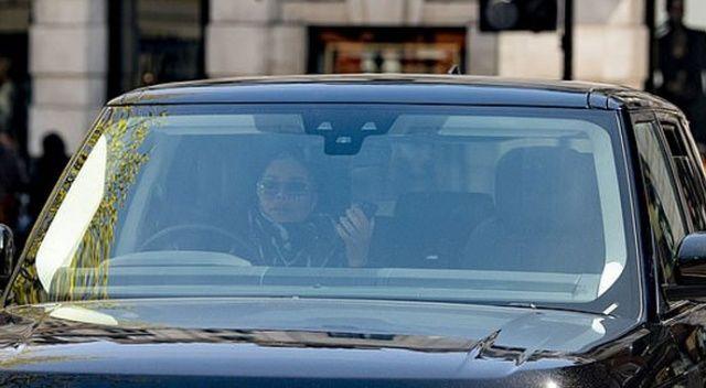 Telefonla konuşurken araba kullanan Janet Jackson tepki çekti