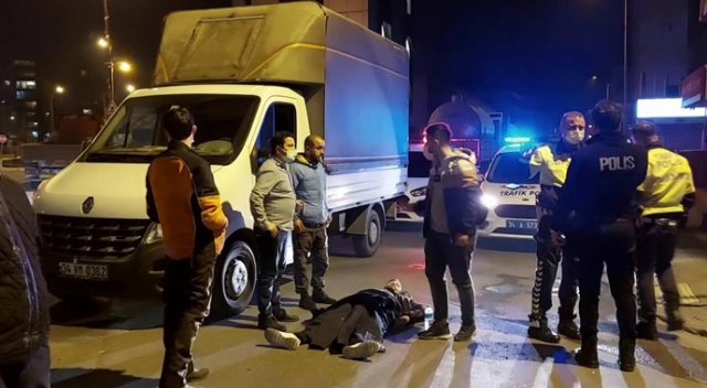 Ümraniye'de ağır yaralanan motosiklet sürücüsü yerde uzun süre ambulans bekledi