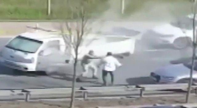 Yol verme kavgasında yangın tüpünü üzerine boşalttı
