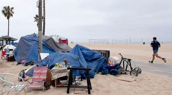 ABD'nin meşhur plajında evsiz istilası: Çöp, suç, uyuşturucu…