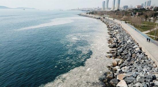 Deniz salyası Anadolu Yakası'nda da görüldü