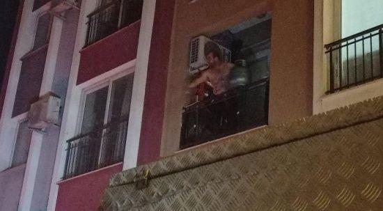 Elinde tüple balkona çıkıp tehditler yağdırdı