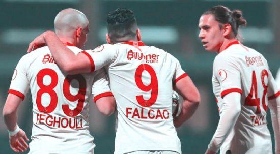 Falcao ve Feghouli yol ayrımında