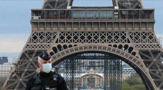 Fransa'da tartışılan 'sağlık kartı' uygulaması parlamentodan geçti