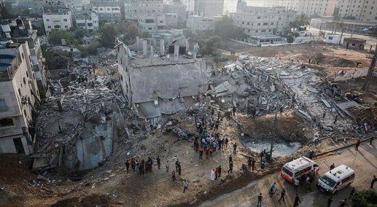 Gazze'de yıkılan evlerin enkazından 5 çocuk sağ çıkarıldı