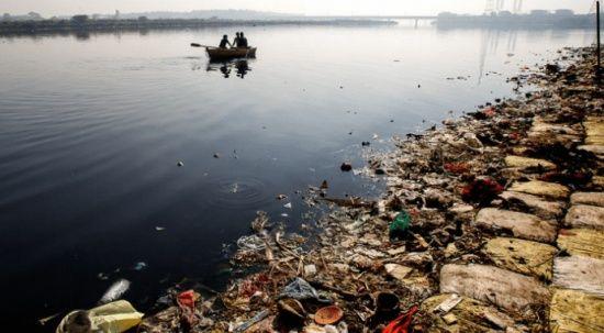 Hindistan'da koronadan ölenlerin cesetleri nehre atılıyor