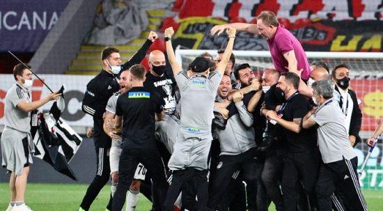 Kartal İzmir'de şampiyonluğa uçtu
