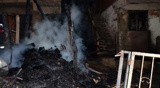 Kastamonu'da yıldırım düştü: 6 ev alevlere teslim oldu