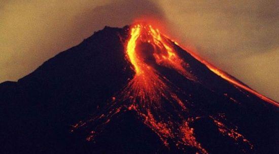 Kongo'da yanardağ patladı: 3 bin 500 kişi Ruanda'ya kaçtı