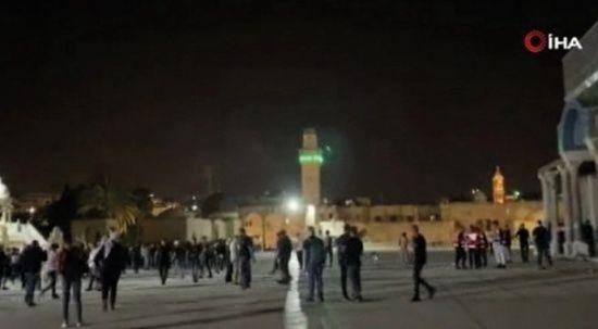 Mescid-i Aksa'da İsrail saldırıları yeniden başladı
