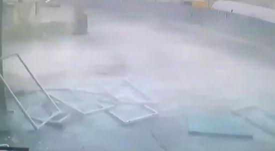 Metro inşaatında şiddetli patlama anı kameralara böyle yansıdı