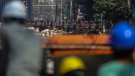 Myanmar'da darbe yönetiminin protestoları bastırmak için gözaltına aldığı genç erkeklerin kaybolduğu iddia edildi