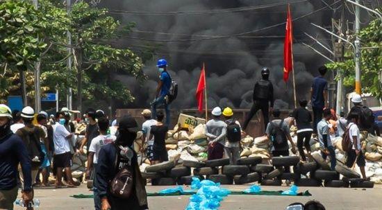 Myanmar ordusu, darbecilere karşı sivillerin cesetlerini kullanıyor