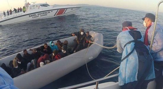 Ölüme sürüklenen 21 düzensiz göçmen kurtarıldı