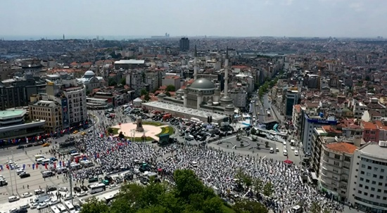 Taksim Camii'nde ilk namaz heyecanı