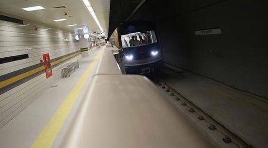 Taksim Metro istasyonunda intihar girişimi: Seferler durduruldu