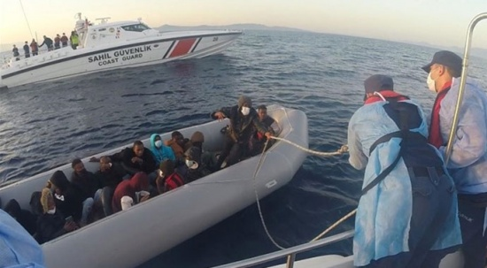 Türk kara sularına itilen 21 sığınmacı kurtarıldı
