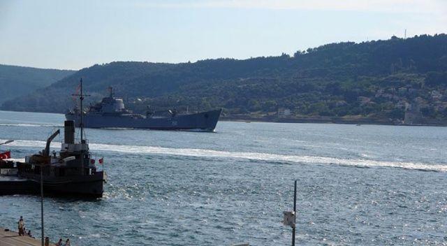 'Saratov' Çanakkale Boğazı'ndan geçti