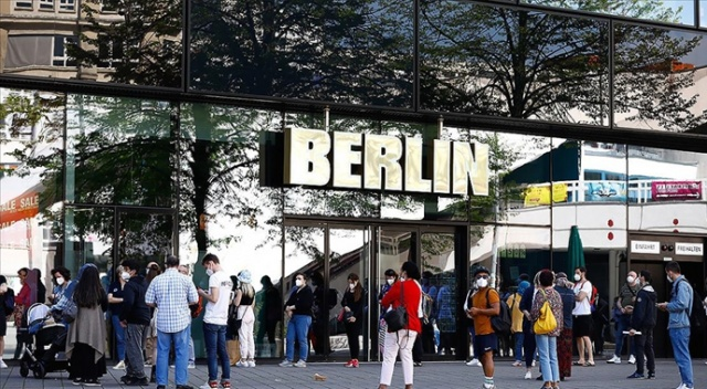 Almanya maske zorunluluğunu kaldırmaya hazırlanıyor