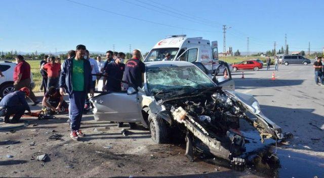 Ciple otomobil çarpıştı: Ölü ve yaralılar var