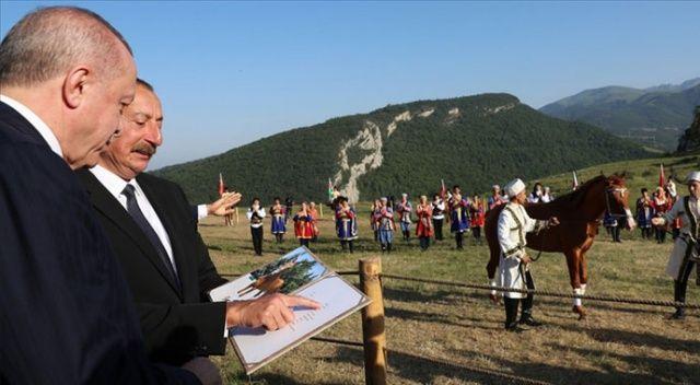 Erdoğan ile  Aliyev, Şuşa'da at yarışı izledi