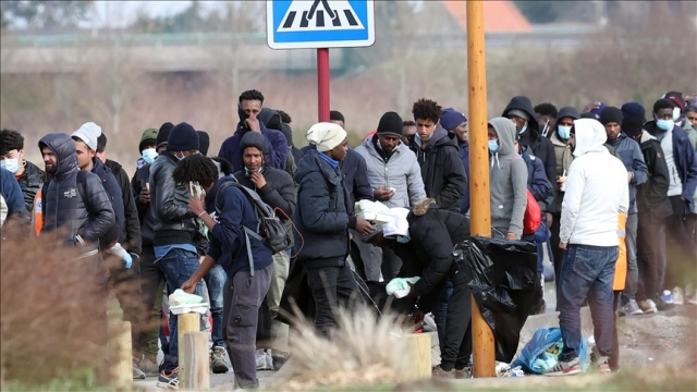 Fransa'da Calais şehrindeki göçmenlerin kampı dağıtıldı