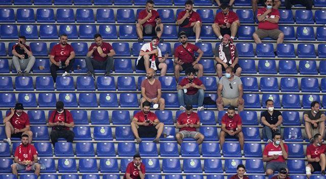 Heyecanlı bekleyiş sürüyor: Türk taraftarlar stada alındı