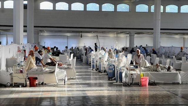 Hindistan'da koronavirüsten 2 bin 123 kişi hayatını kaybetti