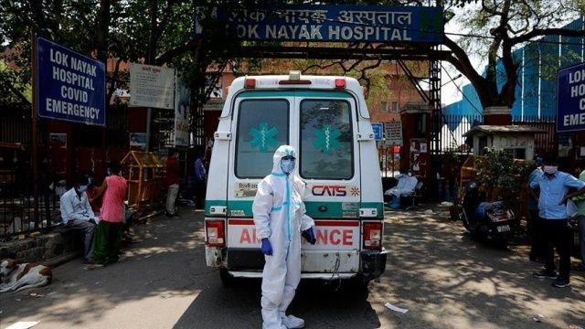 Hindistan'da koronavirüsten 3 bin 380 kişi hayatını kaybetti