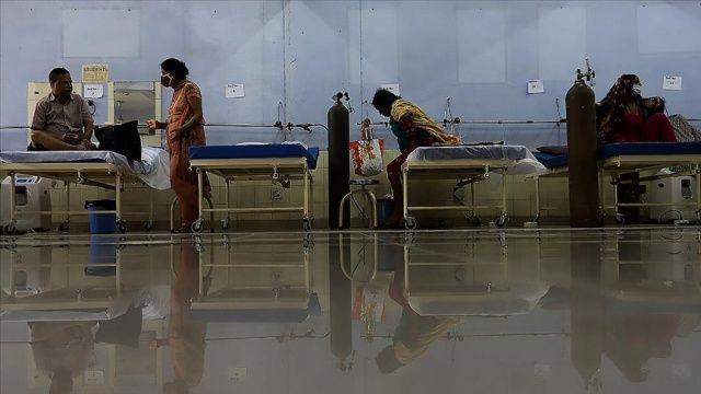 Hindistan'da koronavirüsten ölenlerin sayısı 346 bin 759'a yükseldi
