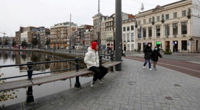Hollanda'da kapalı alanlarda maske yasağı kalktı