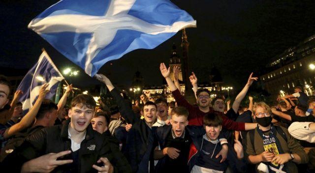 İskoç taraftarlar 0-0'lık 'galibiyeti' kutladı