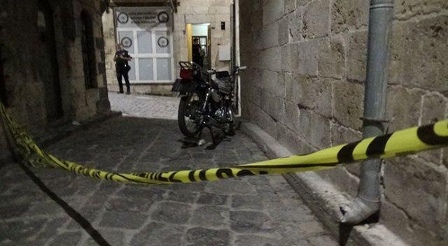 Kimlik soran polise tüfekle ateş ettiler: Biri çocuk 5 yaralı