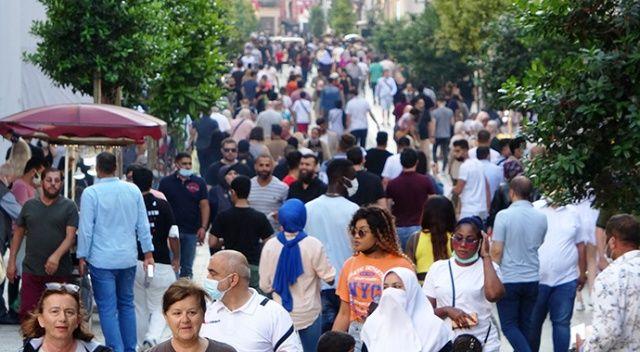 Kısıtlama gününde İstiklal Caddesi doldu taştı