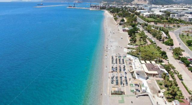 Konyaaltı Sahili turistlere kaldı