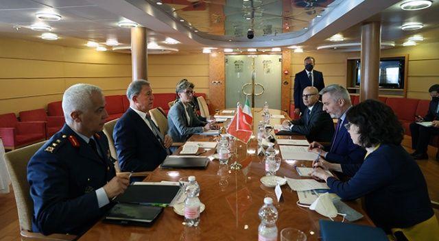Milli Savunma Bakanı Akar'dan Sicilya'da kritik toplantı