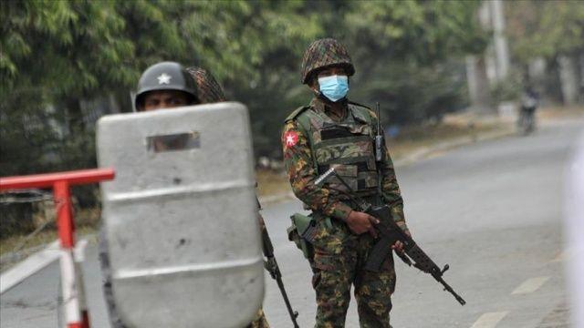 Myanmar'da ordu ile darbe karşıtları arasında çatışma: 2 ölü