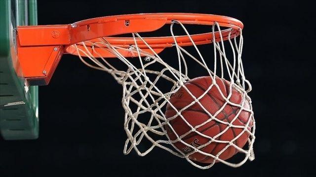 NBA'de son şampiyon Lakers, Suns'a elendi