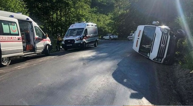 Ordu'da yolcu minibüsü devrildi: Çok sayıda yaralı var