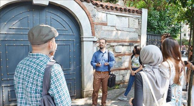 Tarih araştırmacısı Ulu, İstanbul'un incisi Boğaziçi'ni düzenlediği gönüllü turlarla adım adım anlatıyor