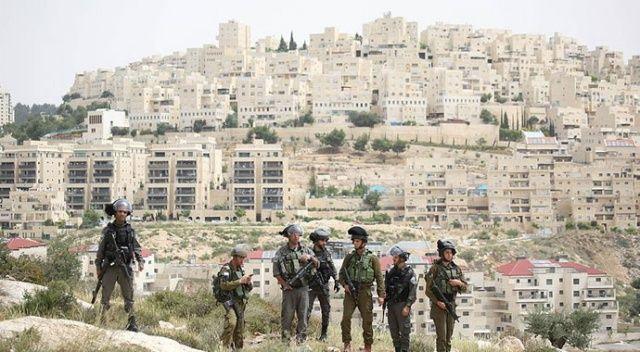 Terör devleti İsrail, top oynayan 3 çocuğu gözaltına aldı